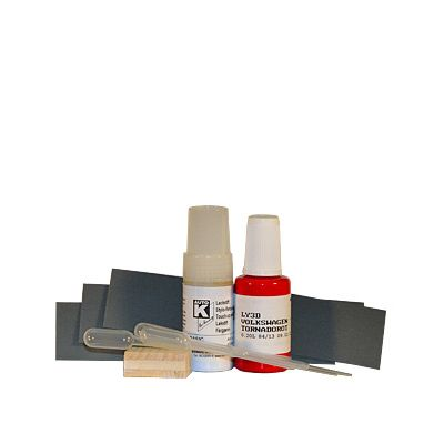 Paint pen set with clear lacquer and lacquer pipette