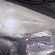 Gelbe Scheinwerfer reparieren